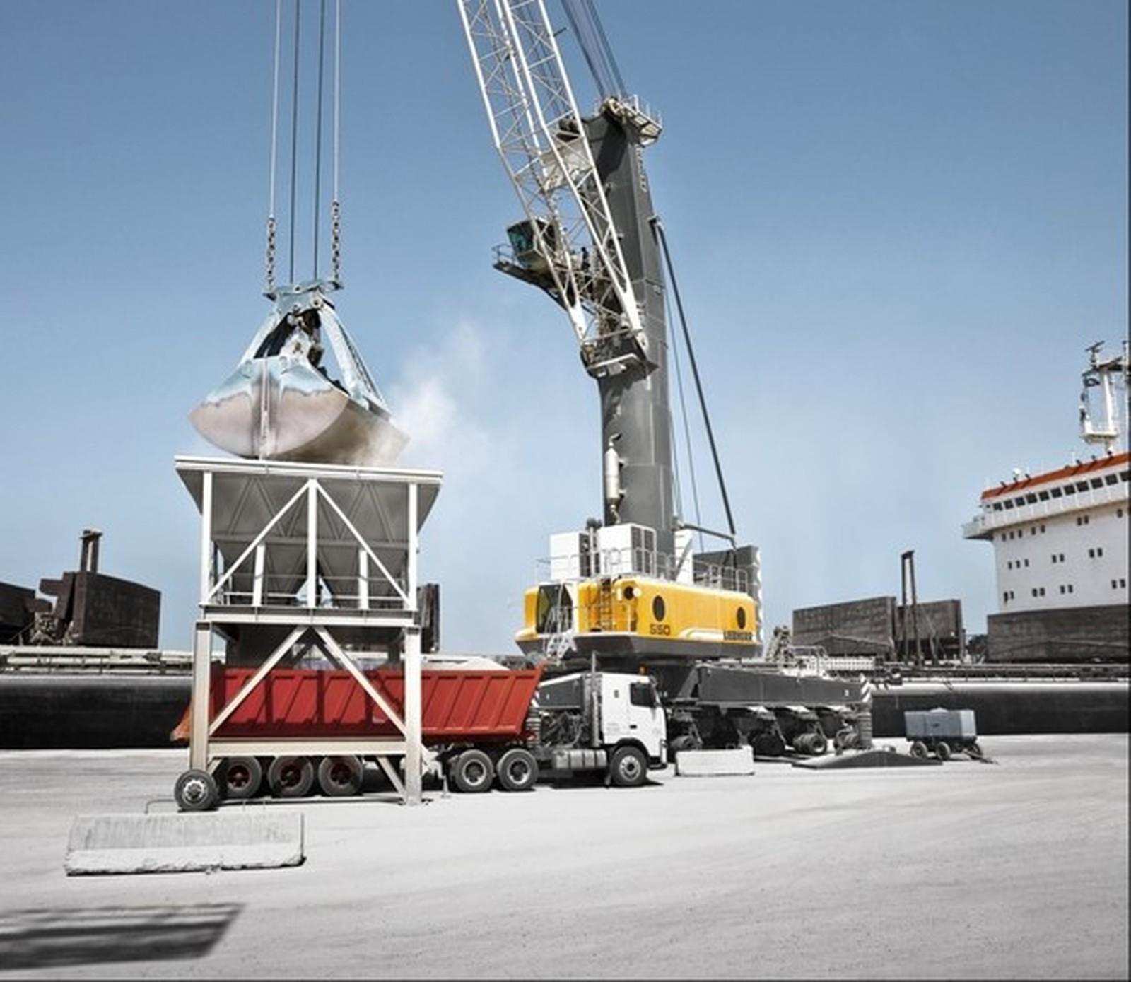 Der Hafenmobilkran LPS 550 sorgt mit seiner neuen Greifertechnologie für eine erheblich höhere Produktivität.