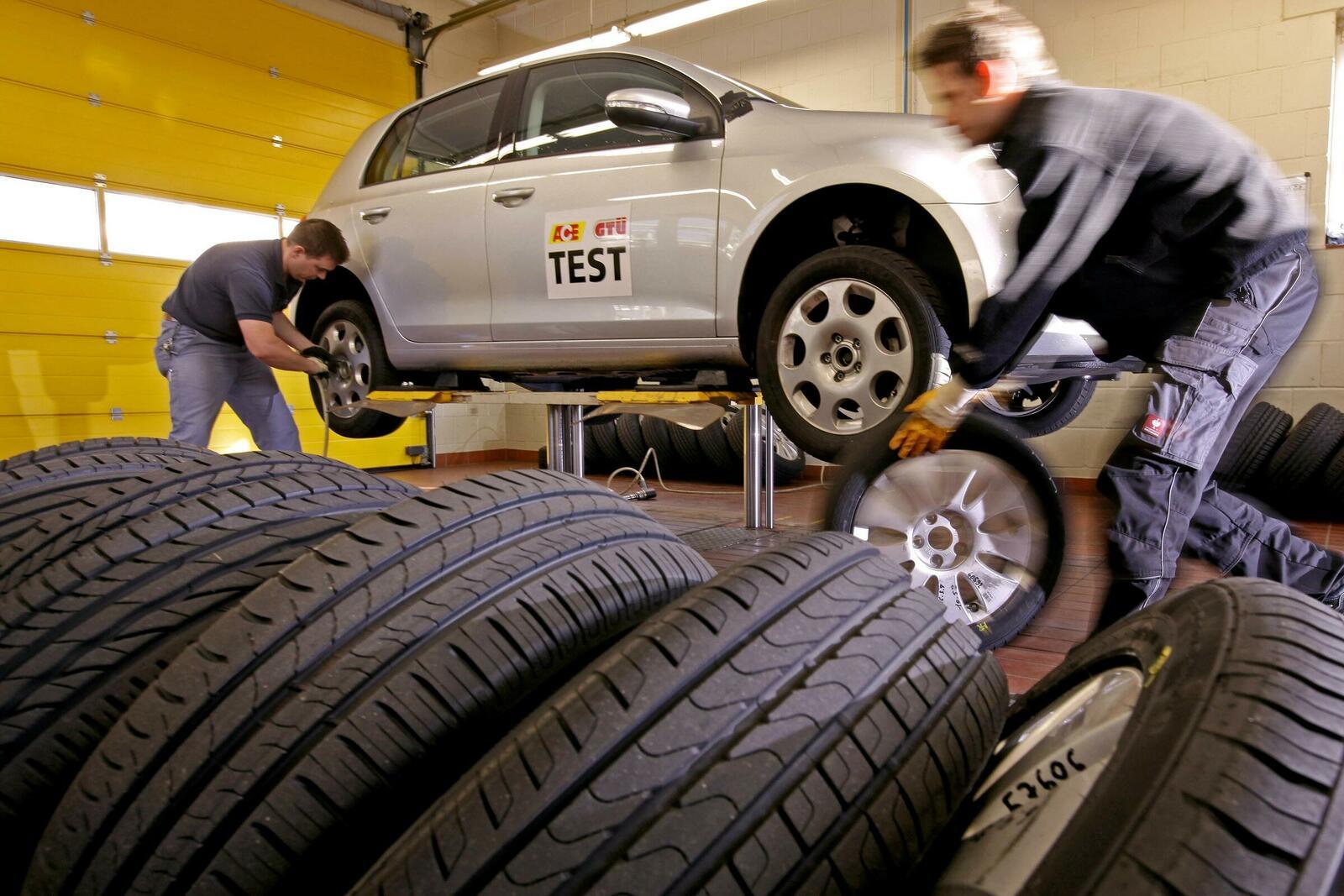 Beim Radwechsel sind einige wichtige Details und Regeln zu beachten, damit die Sicherheit gewährleistet bleibt und das Material geschont wird