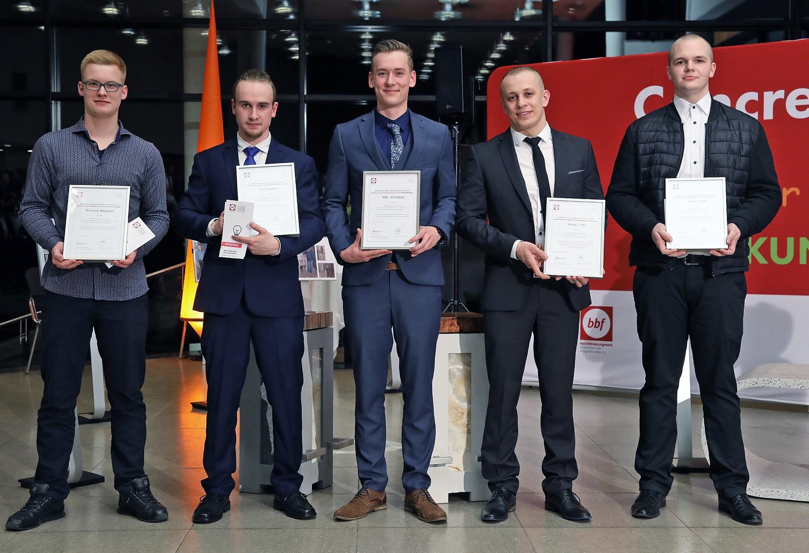 v. l .n .r. : Richard Wegener, Ian Gerstner, Nils Christian, Sergej Fritz und Kevin Ridel wurden für ihre hervorragenden Leistungen bei der Abschlussprüfung mit dem Nachwuchspreis Betonbauteile 2018 ausgezeichnet.