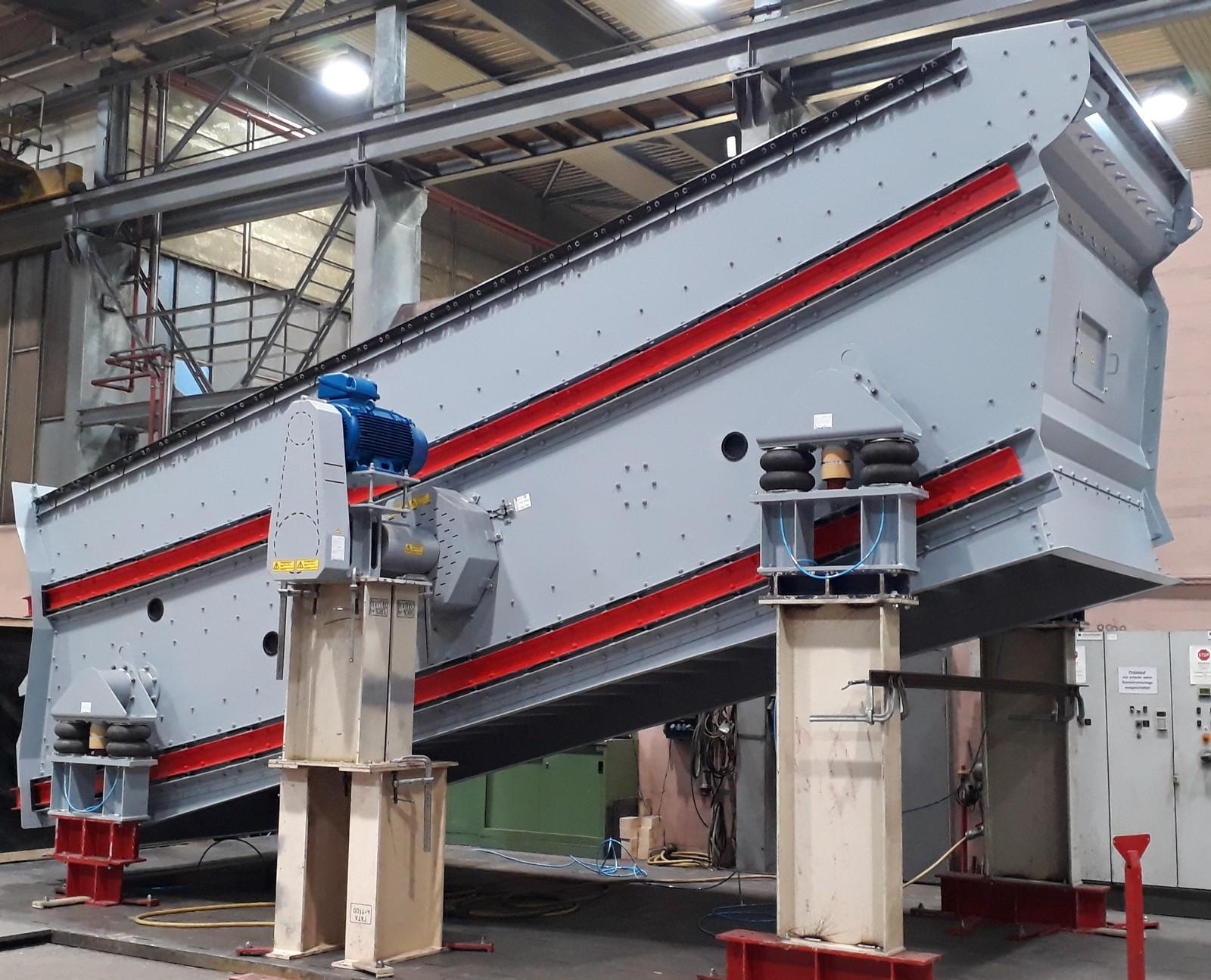 Prototyp der Bivitec-Spannwellensiebmaschine in der Konstruktionshalle von Binder+Co.