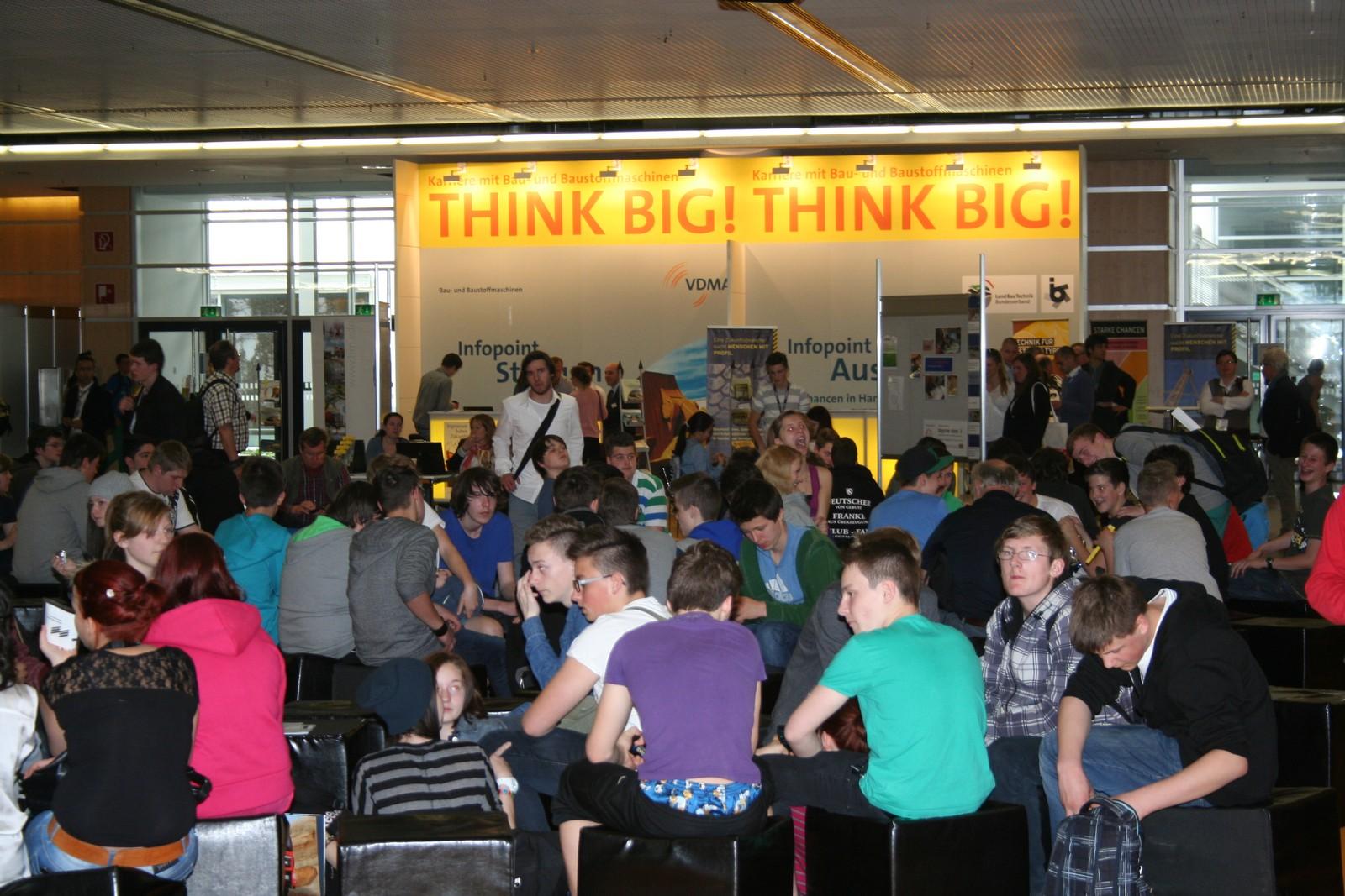 Bei Think Big!, der Ausbildungsinitiative von VDA und Messe München, herrscht viel Andrang.