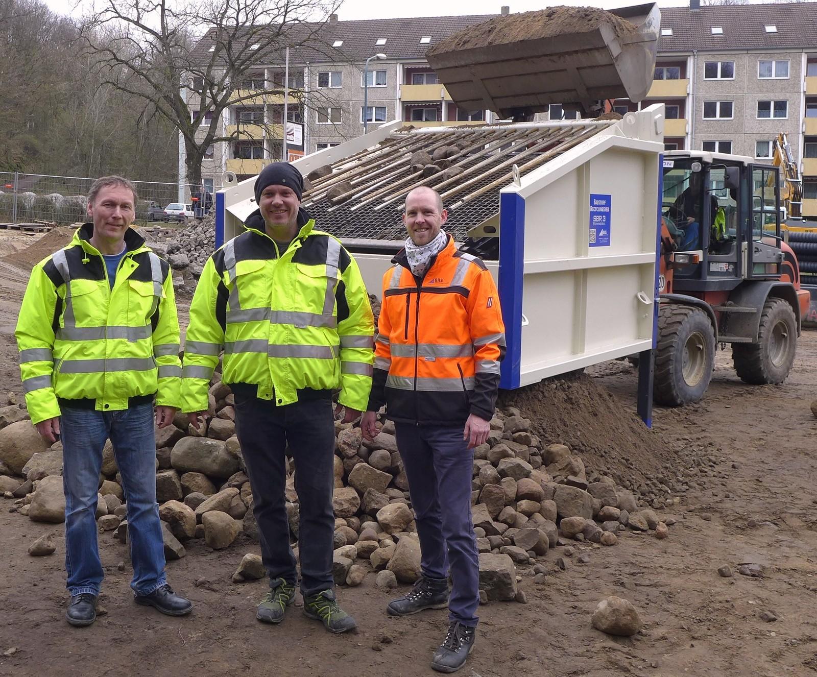 Ronald Engelke und Lars Pagel bei der Übergabe/Inbetriebnahme der SBR 3 gemeinsam mit Florian Schmellenkamp (r.).