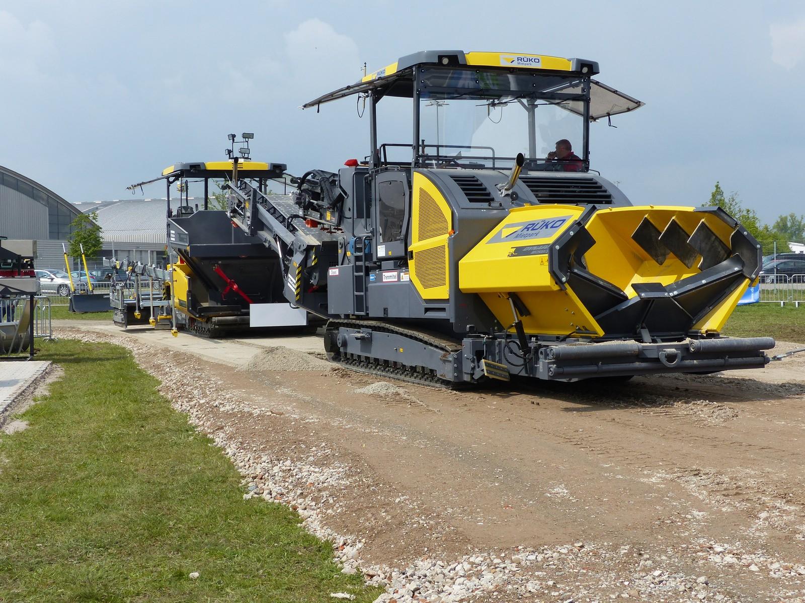 Auf der Tiefbau live präsentieren Hersteller auch Maschinen für den Straßenbau.